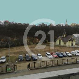 Century 21 a Katarína Gilbertson Vám dáva do pozornosti 3 izbový byt na ulici J. Francisciho v Levoči o rozlohe 72 m2. K bytu patrí aj väčšia pivnica ...