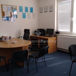Ponúkame na prenájom kanceláriu v centre Nitry Kancelária je nezariadená. Výmera kancelárie 41 m2, pozostáva z dvoch izieb 26m2 a15 m2. Možnosť ...