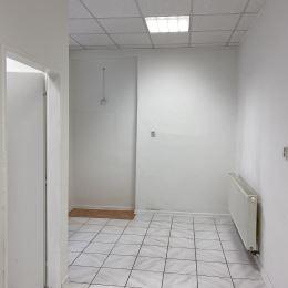 Ponúkame na prenájom obchodno - kancelárske priestory v centre mesta s výmerou 59 m2