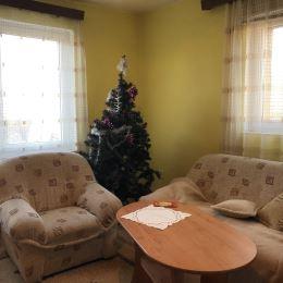 Ponúkame na predaj priestranný, dvojpodlažný rodinný dom v tichej lokalite. Situovaný je na rovinatom pozemku s výmerou, takmer : 1250 m2. Dom je ...