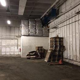 Ponúkame na predaj skladovací areál na začiatku Jazera. Pozostáva z rozľahlej budovy s podlahovou plochou 850 m2, s dobrými termoizolačnými ...