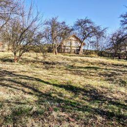 Ponúkame na predaj starší dom so stavebným pozemkom o rozlohe 2170 m2, z toho 1123 je vedená ako stavebná parcela a 1047 záhrady. Možnosť kúpy ...