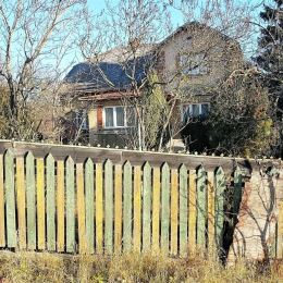 Ponúkame na predaj rodinný dom v obci Široké v pôvodnom stave s pozemkom o výmere 4587 m2. Z toho zastavaná plocha je 2191 m2, trvalé trávne porasty ...