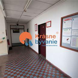Ponúkame Vám na prenájom kancelárske priestory v objekte fimy Železničné opravovne a strojárne vo Zvolene. V ponuke sú kancelárie na troch ...