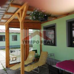 Prenajmeme v Seredi ubytovacie priestory vhodné pre 25 ľudí. Na izbe by boli 3 lôžka. Spoločné priestory: kuchynka, terasa. Krátkodobý aj dlhodobý ...