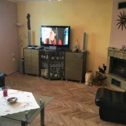 Na predaj kompletne prerobený 3 izbový byt nachádzajúci sa na 2/3 poschodí tehlového domu v centre mesta Martin s pozemkom v dlhodobom prenájme o ...