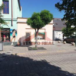 Predáme v centre Serede na Nám. slobody multifunkčný podnikateľský tehlový objekt, vhodný na obchody aj bývanie. Predná časť 2 predajne so ...
