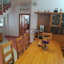 Ponúkame Vám na predaj luxusný dvojpodlažný rodinný dom v Komárne – časť Nová Stráž. Rodinný dom je súčasťou komplexu rodinnej firmy, ktorý sa ...