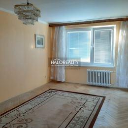 Ponúkame na predaj priestranný 3 izbový byt s balkónom v meste Sereď, má potenciál stať sa plnohodnotným 3 a pol izb. bytom s veľkým šatníkom či ...