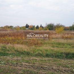 Ponúkame na predaj pozemky vhodné ako investičná príležitosť pre developerov v obci Kalinkovo s celkovou výmerou 13 198 m². Podľa návrhu ÚP zóny sú ...