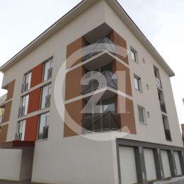 Realitná kancelária CENTURY 21 Vám ponúka na predaj 2-izbový byt s balkónom v novostavbe na sídlisku Západ v Levoči na ulici Jána Francisciho.BYT:- ...