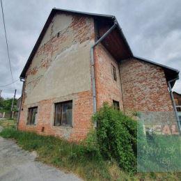 Ponúkame na predaj starý tehlový rodinný dom v Považskej Teplej. Dom sa nachádza na pozemku o ploche 161 m2. Jedná sa o pôvodnú nedokončenú stavbu z ...