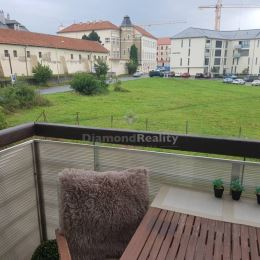 PhDr.Erika Majorošová Diamond reality Prešov s.r.o. ponúkam na predaj 3 izbový byt v centre mesta na Weberovej ulici v Prešove, s pekným výhľadom je ...