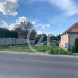 Ponúkame Vám na predaj rovinatý pozemok na začiatku mestskej časti Nitra Kynek, s blízkym výjazdom na diaľnicu. Pozemok je oploteny,všetky IS na ...