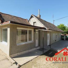 Ponúkame na predaj starší 3 izbový rodinný dom s úžitkovou plochou 80m2. Nachádza sa na pozemku s výmerou 600 m2 v zastavanej časti, v širšom centre ...