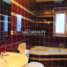 Ponúkame na predaj trojizbový byt v osobnom vlastníctve v zateplenom tehlovom bytovom dome bez výťahu v Centre v meste Žiar nad Hronom s celkovou ...