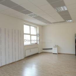 Ponúkame na prenájom priestor o výmere 136,67 m2 na Južnej triede v mestskej časti Košice - Juh, v širšom centre mesta, v blízkosti Auparku a OC ...