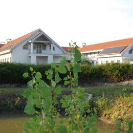TUreality Vám predstavuje a ponúka na predaj jedinečnú Vilu Ranč v okrese Šaľa. Vila sa nachádza na rozľahlom pozemku o výmere 19 527 m2. Disponuje ...