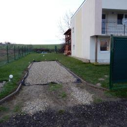 Na predaj Viničný dom, 45 m2 a celková výmera pozemku e 415 m2, Mýtne Ludany, Levice. Vo viničnom dome na prízemí sa nachádza kuchyňa prepojená s ...