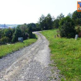 Na predaj pekný, slnečný pozemok v obci Kapušany o výmere 800m2, 20 x 40m, cca 10 minút autom od Prešova. Inžinierske siete na pozemku. Rozmery v ...