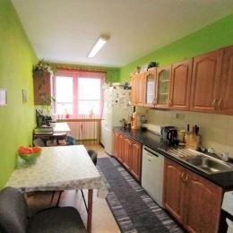 Na predaj príjemný 3 – izbový byt s rozlohou 78 m2 s lodžiou, vo vyhľadávanej lokalite v Prešove na Ďumbierskej ulici. Celkovo pôsobí veľmi príjemným ...