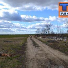 Exkluzívne len u nás! Ponúkame na predaj stavebný pozemok o veľkosti 10 086 m2 v okrese Nitra, s povoleným zjazdom z diaľnice a pripravený na stavbu ...