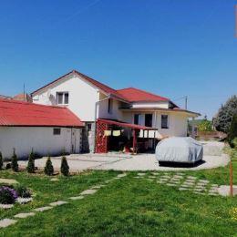 TUreality Vám ponákajú na predaj priestranný dom v obci Jelenec pri Nitre s pekným veľkým pozemkom, ktorý je možné aj rozparcelovať. Dom prešiel ...