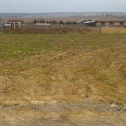 Na predaj rovinatý stavebný pozemok vo výmere 700 m2 v Nitre - časť Lukov dvor. Pozemok má ideálne rozmery na stavbu RD 20,5 x 34m. V okolí je už ...