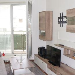 Ponúkame na prenájom kompletne zariadený 2 izbový byt v novostavbe na Kresánkovej ul. - Dlhé Diely, ktorý ponúka výbornú dostupnosť do centra ...
