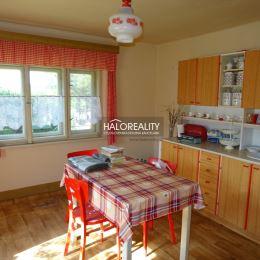 Ponúkame na predaj rodinný dom na rozsiahlom pozemku vo výmere 3932 m². Rodinný dom sa nachádza v obci Kalinčiakovo, vzdialenej od centra mesta Levíc ...