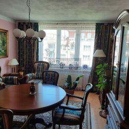 Ponúkame na predaj kompletne zrekonštruovaný trojizbový byt s balkónom v osobnom vlastníctve v samotnom centre mesta Zvolen na Námestí Slobody. Byt s ...