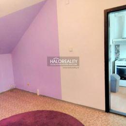 Ponúkame na predaj veľmi pekný útulný atypický trojizbový byt (SZ-JV) s výmerou 70 m² v zateplenom bytovom dome (kolaud. 1995) v tichej obľúbenej ...