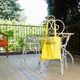 Ponúkame na predaj rodinný dom postavený na pozemku s výmerou 869 m² v okresnom meste Dunajská Streda, na ulici László Amadea. Zastavaná plocha je ...