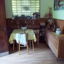 Ponúkame na predaj rodinný dom s garážou v tichej časti Šášovského Podhradia. Dom je postavený z kvádrov, je čiastočne podpivničený a má rovnú ...