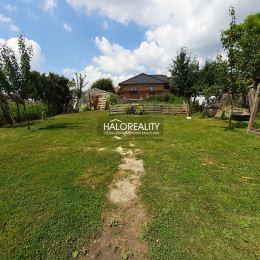 Ponúkame na predaj čiastočne rekonštruovaný štvorizbový rodinný dom na pozemku o výmere 758 m² v obci Čifáre, 6 km vzdialenej od mesta Vráble, 18 km ...