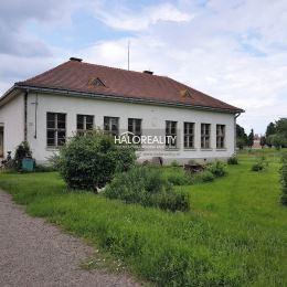 Ponúkame na predaj rodinný dom so sedlovou strechou v obci Farná - okres Levice. V minulosti slúžil ako obecná škola s dvomi triedami a trojizbovým ...
