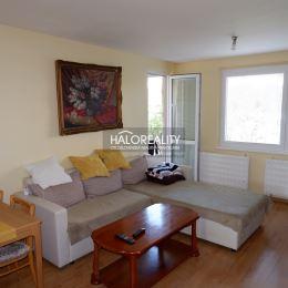 Ponúkame na predaj slnečný trojizbový byt na sídlisku Ľadoveň v Martine. Byt je situovaný v zateplenej panelovej bytovke na 6/8 poschodí s ...