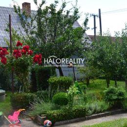 Ponúkame na predaj veľký štvorizbový rodinný dom (cca 1979) na oplotenom pozemku s ovocnými stromami s výmerou 451m² v pokojnej časti obce Borský ...