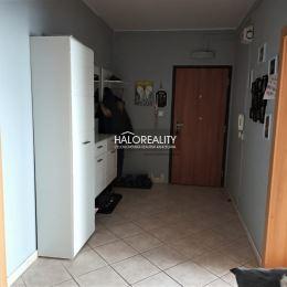 Ponúkame Vám na predaj veľký 3izbový byt s balkónom v Šuranoch. Byt s úžitkovou plochou 84m² sa nachádza v bytovom dome na 1/7 poschodí. Prešiel ...