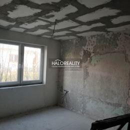 Ponúkame na predaj časť dvojdomu s vlastným vchodom i súpisným číslom vo Veľkej Čausi pri Prievidzi, vhodný na dvojgeneračné bývanie na pozemku 352 ...