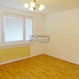 Ponúkame na prenájom príjemný, priestranný, zrekonštruovaný 3-izbový byt s lodžiou v Bratislave- Devínska Nová Ves, na ulici Jána Poničana. Byt má ...