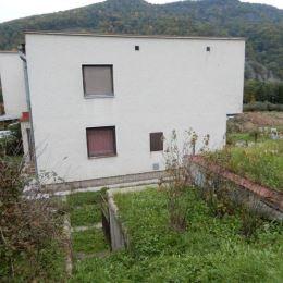 Na predaj dvojgeneračný rodinný dom v obci Hronská Breznica len 12 km od Zvolena o veľkosti 897m2 z toho záhrada 434m2. Rodinný dom je v pôvodnom, ...