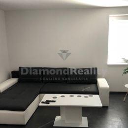 Ponúkame na prenájom 1 izbový byt nachádzajúci sa v Nitre, na Čermáni. K bytu prináleží balkón, garážové státie vnútorné, klimatizácia. Dispozičné ...