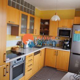 Ponúkame Vám na predaj 3 izbový byt s balkónom v absolútnom centre Zvolena na Námestí Slobody. Byt sa nachádza na 4 -tom poschodí s výťahom. Celková ...