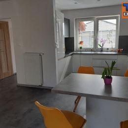TUreality Vám ponúka na predaj 4 izbovú novostavbu rodinného domu v obci Alekšince v tichej lokalite iba 12 km od Nitry. Rok výstavby 2016 a v ...