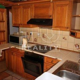 TUreality Vám ponúka na dlhodobý prenájom 4 izbobý rodinný dom v obci Topoľčianky.Bytová jednotka sa nachádza v podkrový domu.Rozloha: 96m2Rok ...