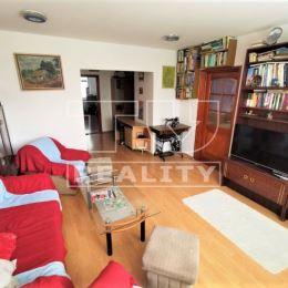 Na predaj 4+1 byt v Žiline na sídlisku Hájik o celkovej výmere 83m². Nachádza sa na 2/5 poschodí s výťahom. Byt je po rekonštrukcii: plastové okná, ...