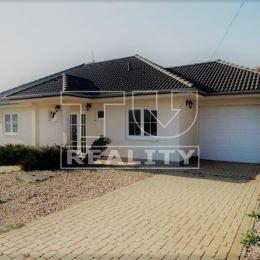 Novostavbu rodinného domu k.ú. mesta Sliač. 131 m2, garáž 16 m2. V dome sa nachádza vstupná chodba, kuchyňa prepojená s obývačkou, 1 izba so šatníkom ...