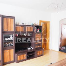 TUreality Vám ponúka na predaj pekný, veľký, svetlý na komplet prerobený dvojgeneračný 4-izbový byt s dvomi samostatnými toaletami, veľkou loggiou s ...