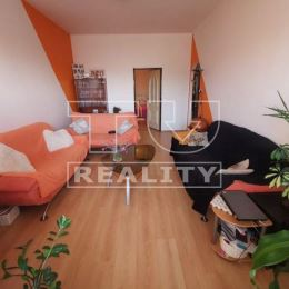 Tureality ponúka na predaj 3 izbový byt v Nitre na Štúrovej ulici. Byt sa nachádza na vyvýšenom prízemí tehlového bytového domu. Výmera bytu je ...
